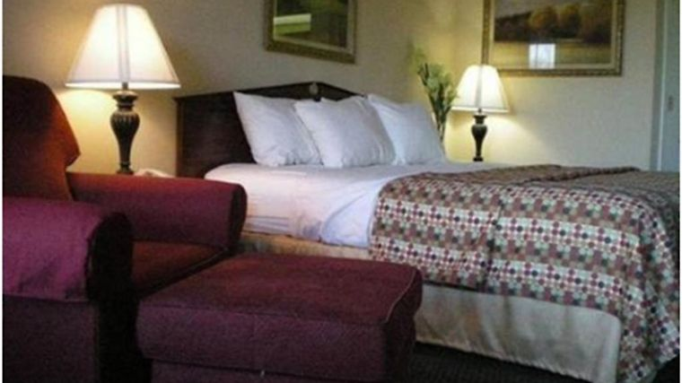 Baymont Inn & Suites Dunn Room Hotel information