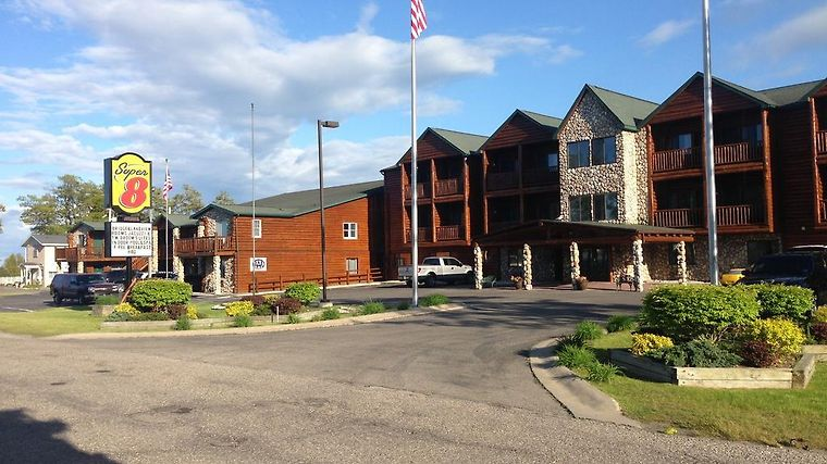 Super 8 Bridgeview Of Mackinaw Exterior Hotel information