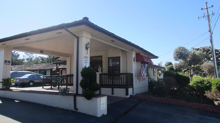 Econo Lodge Monterey Fairgrounds Exterior Hotel information