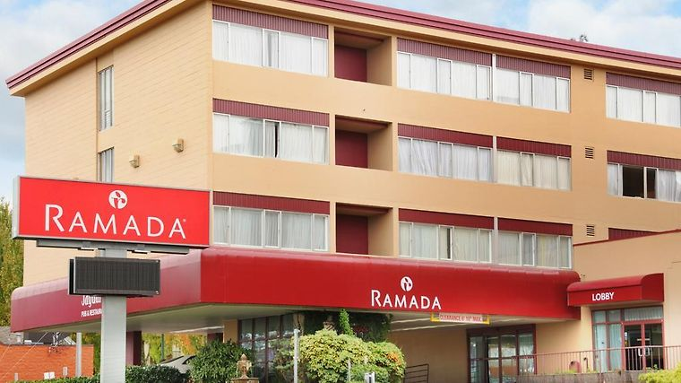 Ramada Hotel And Suites Metrotown Exterior Photo album