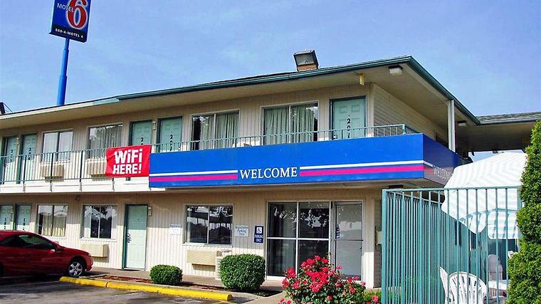 Motel 6 Bowling Green Amenities Exterior view