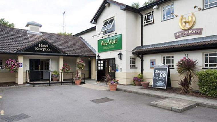 The Wee Waif Reading Exterior Hotel information