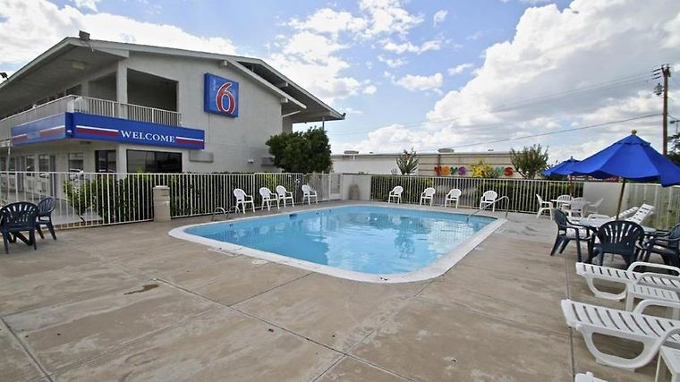 Motel 6 Laredo South Facilities Pool view