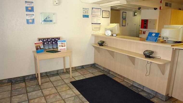 Motel 6 Phoenix North - Bell Road Interior Lobby view