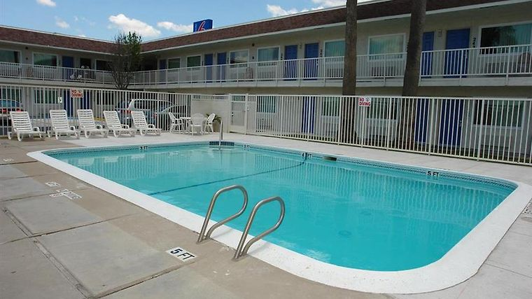 Motel 6 Corpus Christi East - N. Padre Island Facilities Pool view