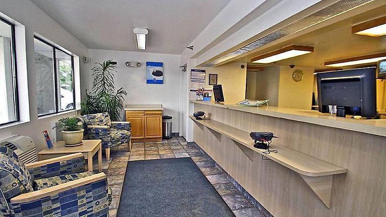 Motel 6 Hartford - Windsor Locks Interior Lobby view
