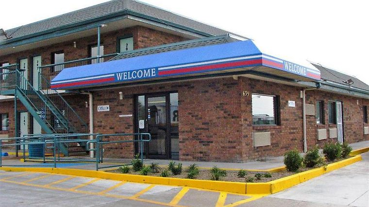 Motel 6 Salina Amenities Exterior view