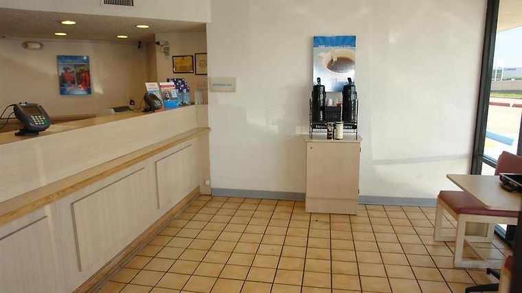 Motel 6 Houston Reliant Park Interior Lobby view