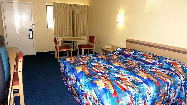 Motel 6 Philadelphia Airport - Essington Room Guest Room