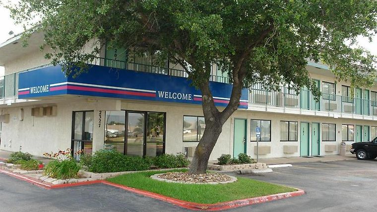 Motel 6 Austin Central - North Amenities Exterior view