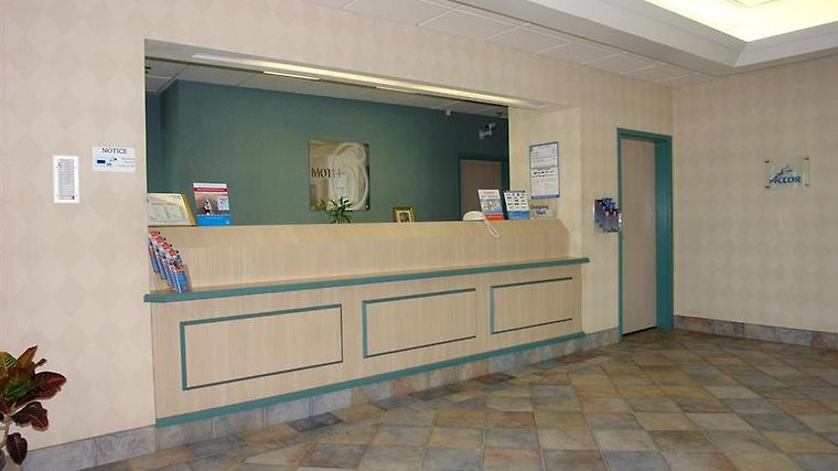 Motel 6 Tewksbury Interior Lobby view