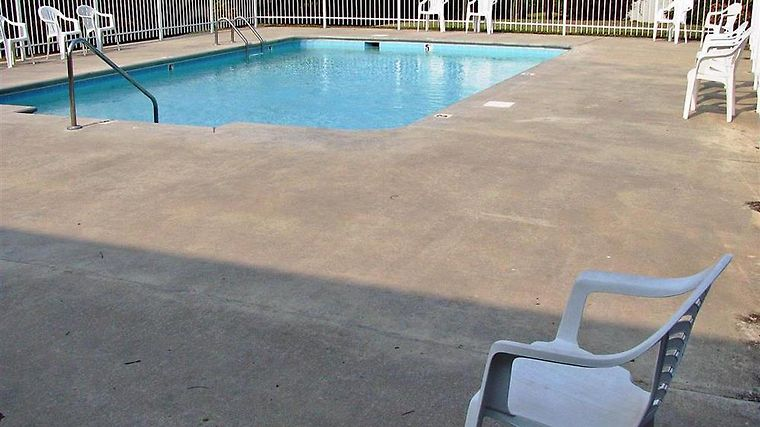 Motel 6 Athens Facilities Pool view