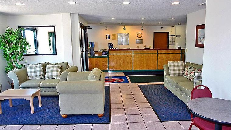 Motel 6 - Columbia Interior Lobby view