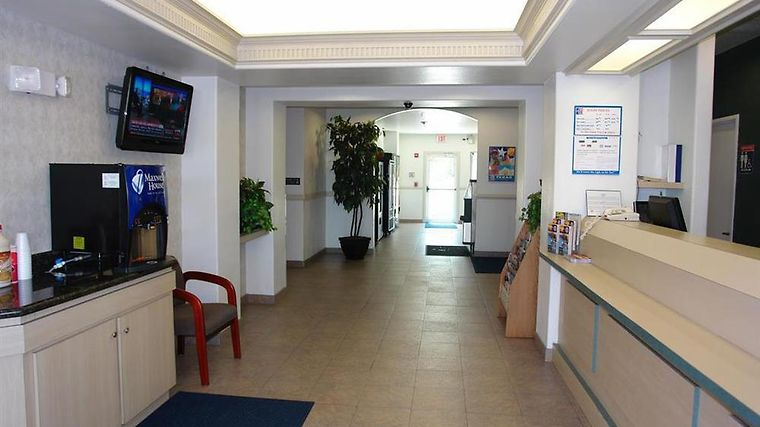 Motel 6 Mission Interior Lobby view