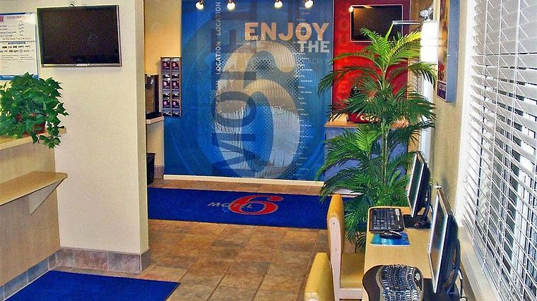 Motel 6 Holbrook Interior Lobby view