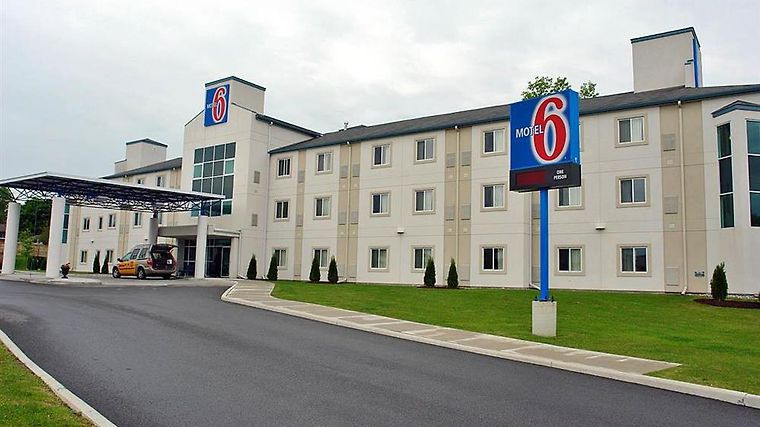 Motel 6 Peterborough Exterior Exterior view