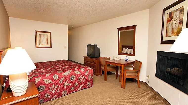 Howard Johnson Clackamas Room Guest Room