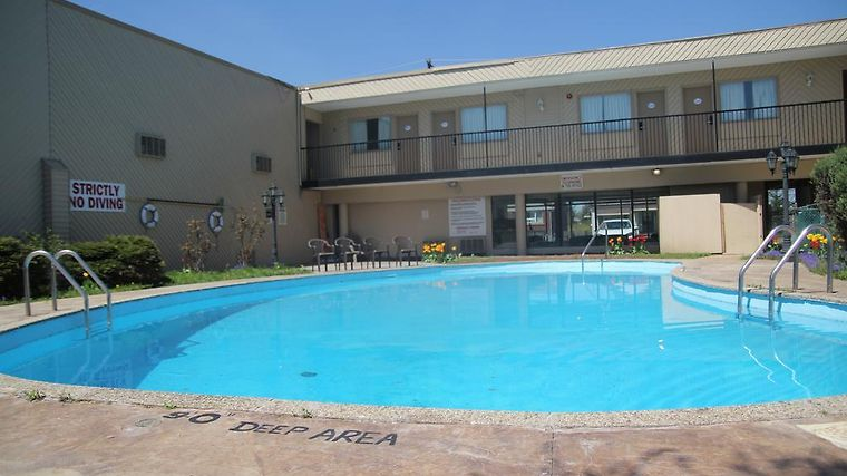 Red Carpet Inn & Suites, Fallsway Exterior Hotel information
