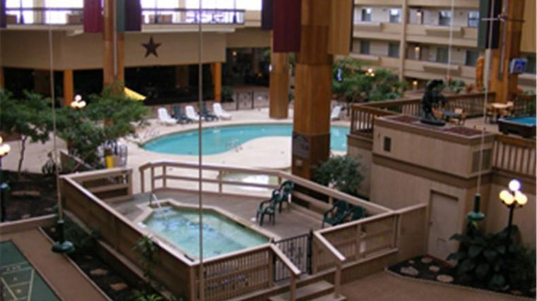 Hotel Howard Johnson Plaza Wichita Falls Tx 2 United States From Us 45 Booked