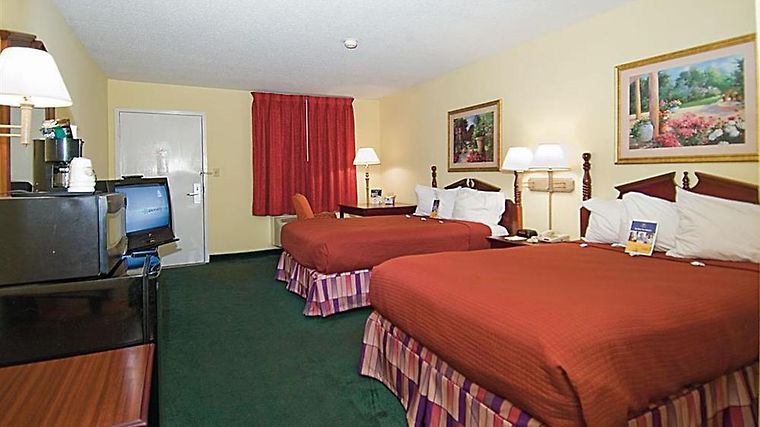 Northeast College Inn Booneville Room Guest room