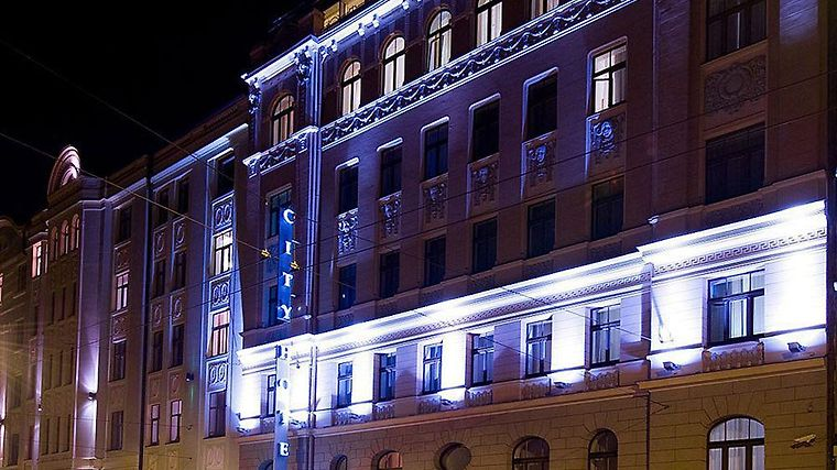 City Hotel Teater Exterior