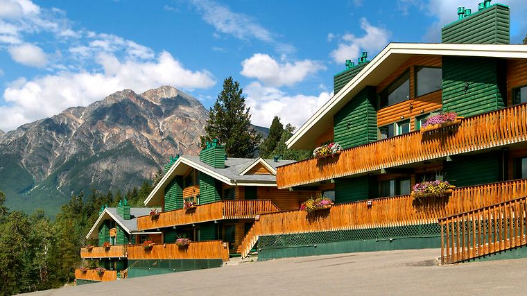 Pyramid Lake Resort Exterior