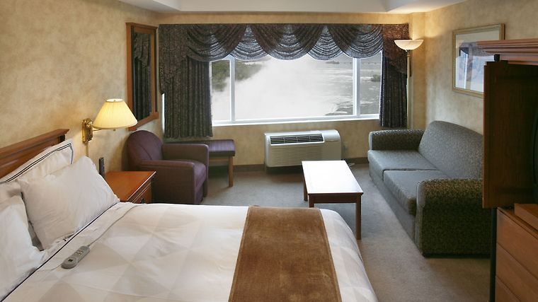 Radisson Hotel Suites Fallsview Niagara Falls 3 Canada From C 155 Ibooked