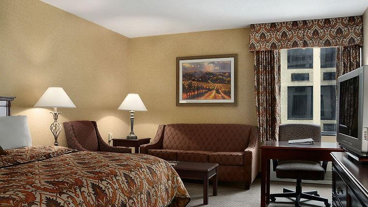 Ramada Plaza Columbus North Ho Room