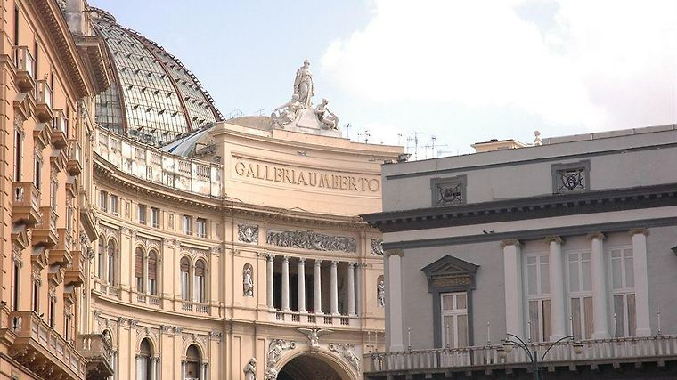 Art Resort Galleria Umberto I Exterior