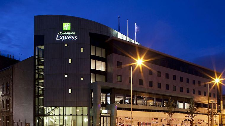 Holiday Inn Express Dundee Exterior
