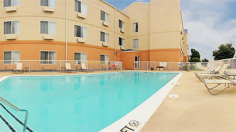 Fairfield Inn & Suites Dallas Exterior