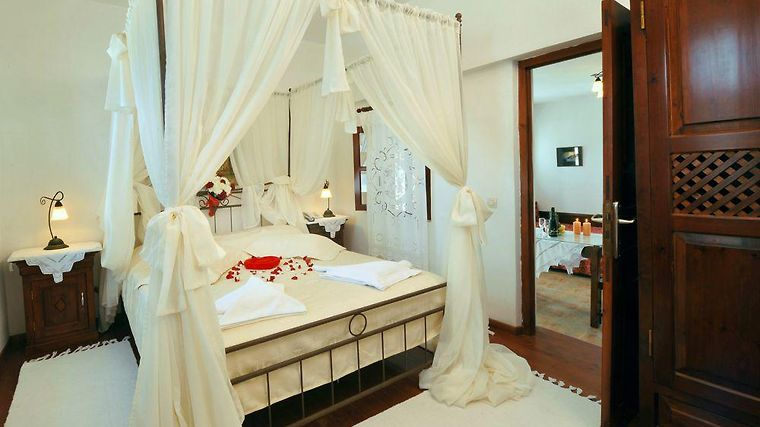 Enplo Boutique Suites Room