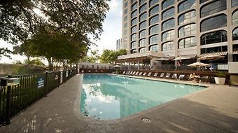 Radisson Hotel & Suites Austin Downtown photos Facilities Pool