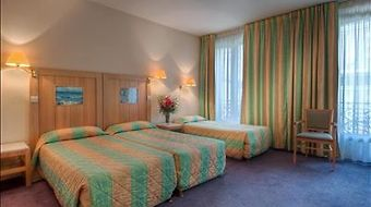 Le Belmont Champs Elysees photos Room Classic Triple Room