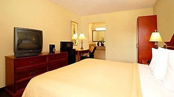 Econo Lodge Inn & Suites Near Florida Mall photos Room Standard King Room
