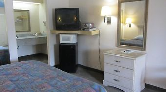 Camelot Inn & Suites Highway 290/Nw Freeway photos Room