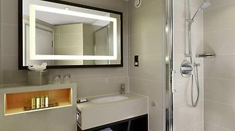 Doubletree By Hilton London Ealing photos Room Guest Bathroom