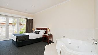 Quality Hotel Melbourne Airport photos Exterior