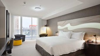 Surfers Paradise Hilton photos Room King Guestroom