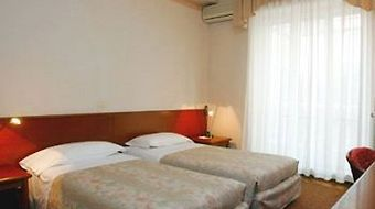 Best Western Hotel Crimea photos Room One Queen Bed, Womens Room