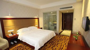 Crown Plaza Hotel photos Room