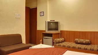 Lucky Hotels And Restaurants Bandra photos Room