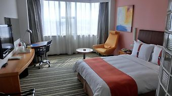 Holiday Inn Express Jinqiao Central photos Room