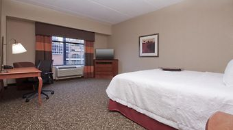 Hampton Inn & Suites Pittsburgh-Downtown photos Room
