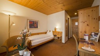 Sunstar Alpine Hotel Flims photos Room