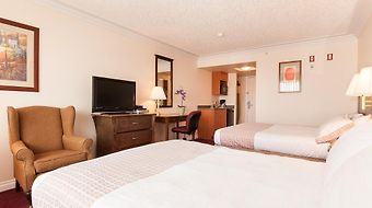 Howard Johnson Hotel And Suites Victoria Elk Lake photos Room