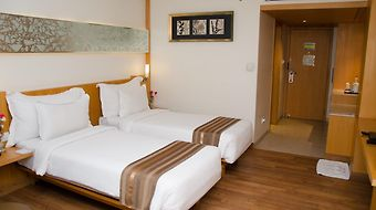 Lineage Hotel photos Room