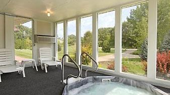 Super 8 Platteville photos Room Hot Tub