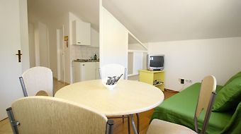 Bacan Serviced Apartments photos Room