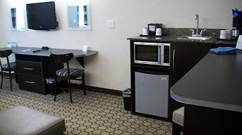 Microtel Inn & Suites By Wyndham Spring Hill/Weeki Wachee photos Room